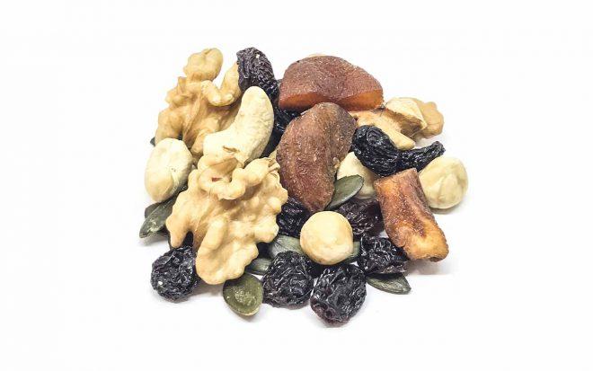 Mix aus Nussmischung und Trockenfrüchten für nach dem Sport