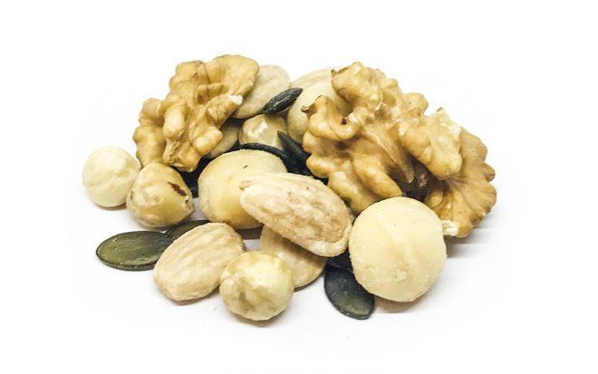 Nusskernmischung mit Walnüssen, Macadamia, Haselnüssen, Kürbiskerne
