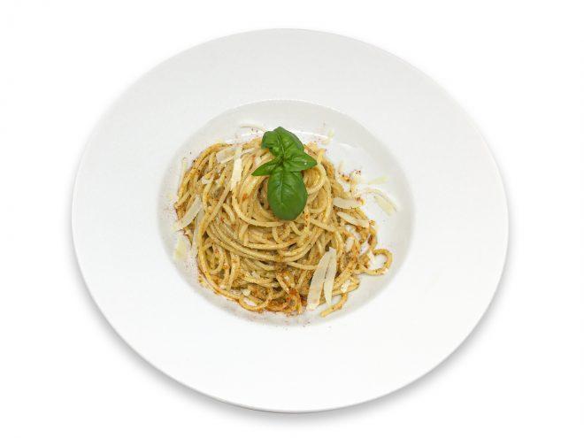 Spaghetti serviert auf einem Teller