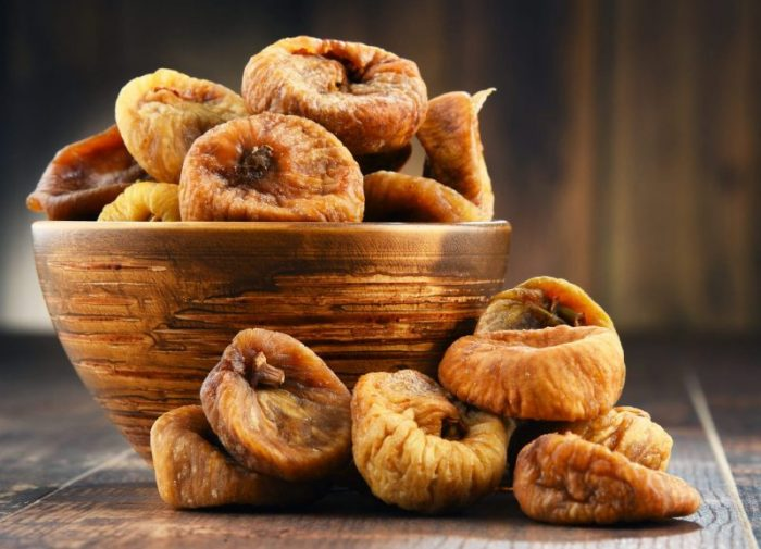 Trockenfrüchte Feigen getrocknet mit Holzschale von nussundgenuss