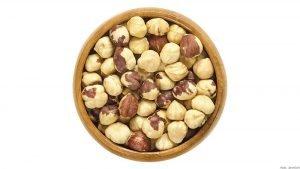 Macadamia Nüsse in Holzschale
